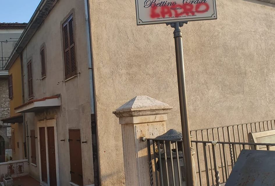 Bassiano, imbrattata la targa di piazza Craxi. Offesa ai socialisti