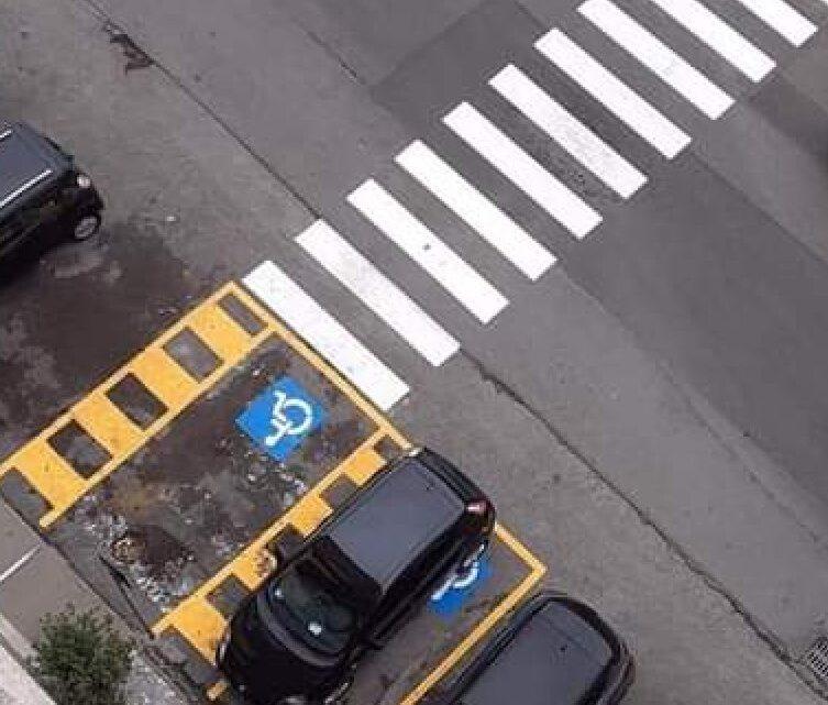 Piazza Moro, le strisce che finiscono dentro l'auto dei disabili. Brevetto tutto pontino