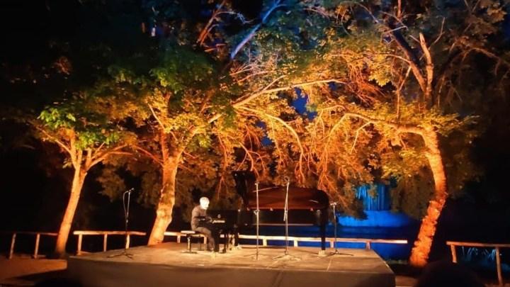 Festival Pontino, la raffinatezza di Alfonso Alberti nella cornice incantata di Ninfa