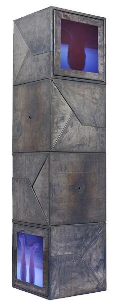 """""""Siempre he soñado con..."""", 2006, © Faustí Llucià. Material: Plomo, madera y cristal. Ilfocrhome Classic, transparencias color originales. 45 x 45 x 180 cm."""