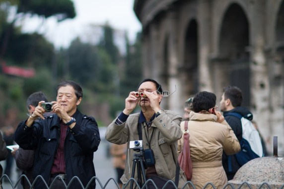 You would think that these tourist would notice the HUMUNGOUS STRUCTURE behind them!