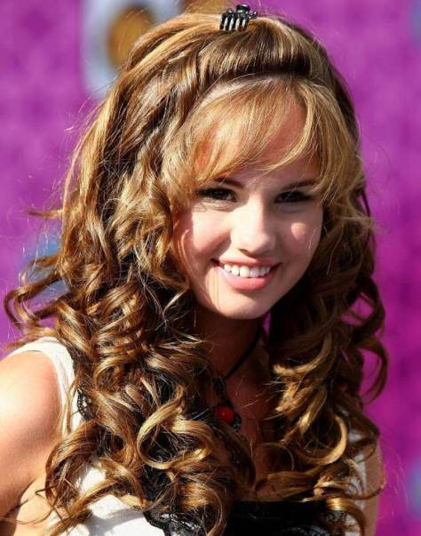 Easy-Long-curly-Hairstyle