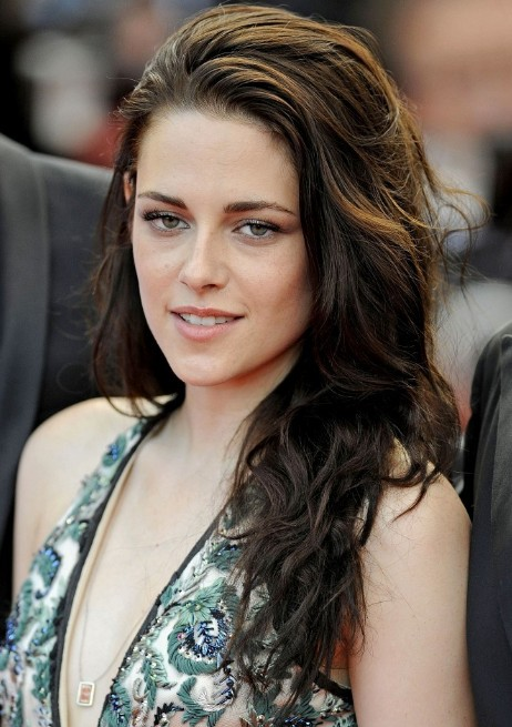 Kristen-Stewart-Messy-Long-Wavy-Hairstyle
