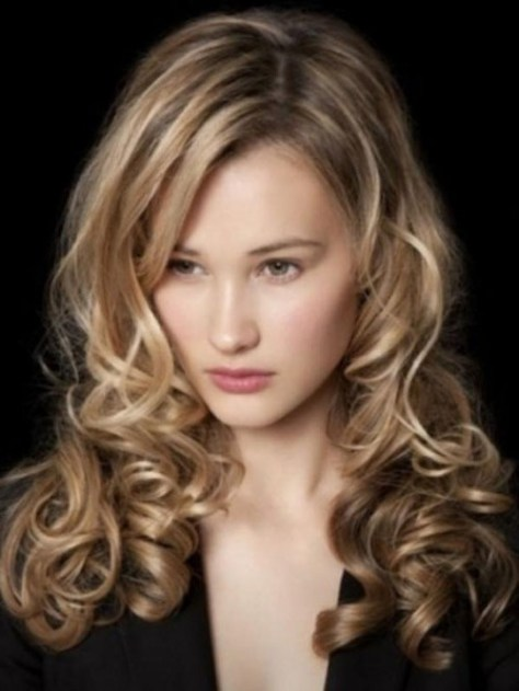 Professional hairstyles for women with curly hair