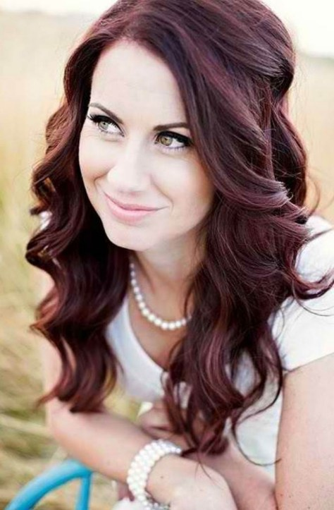 Best Wavy Hairstyles For Round Faces