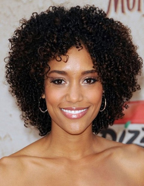 Black-Curly-Hairstyle-for-Round-Faces