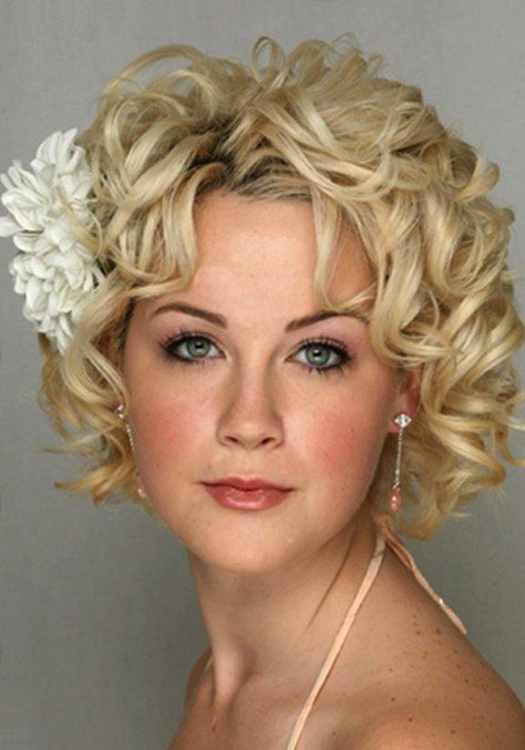 Short Curly Hair Styles for Round Faces