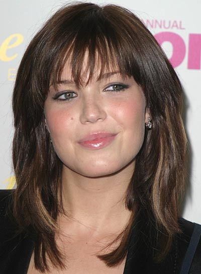 medium-length-haircuts-for-round-faces