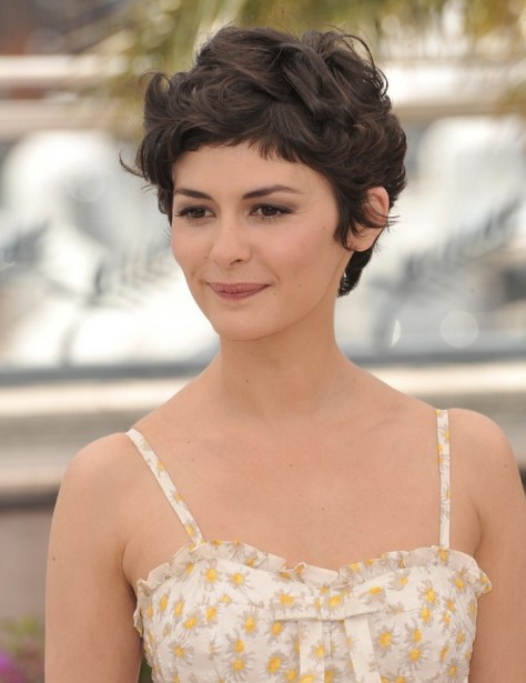 short-hairstyles-for-wavy-hair-women-with-round-face