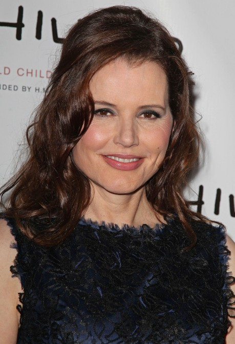 Geena-Davis-Long-Wavy-Hairstyles-for-Womebn-Over-50