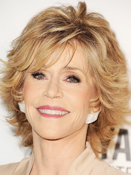 short-layered-haircuts-for-women-over-50-70-13