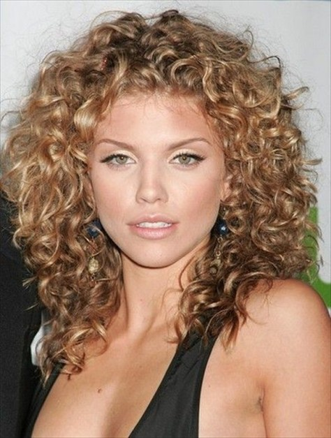 Cute & Curly Hairstyle