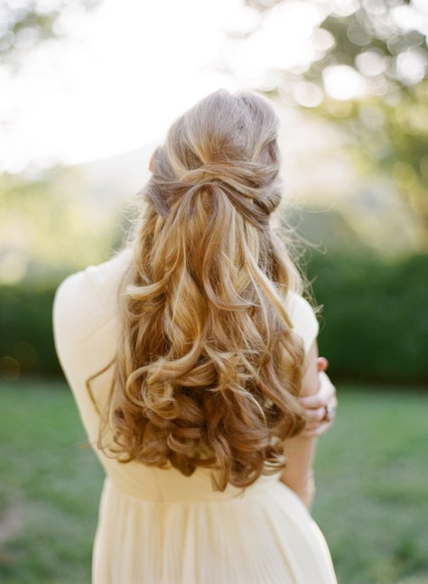 Pretty Wedding Hairstyle for Long Hair...