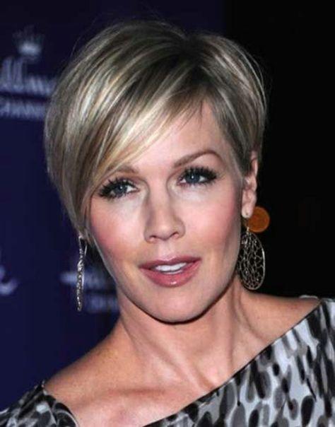 elegant short hairstyles for older women
