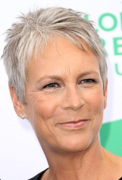 rövid pixie frizura az idősebb nők számára