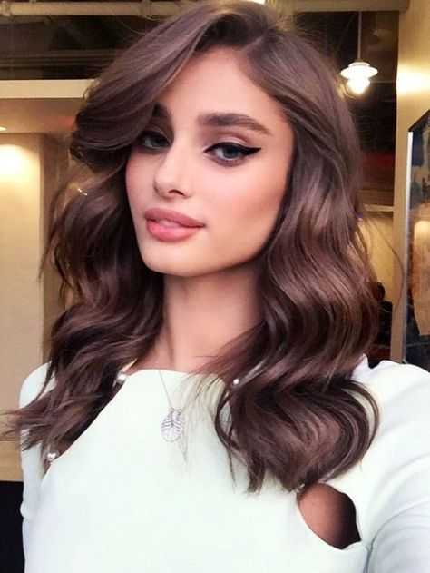 Long every day hairstyle with movement and the hair out of the face