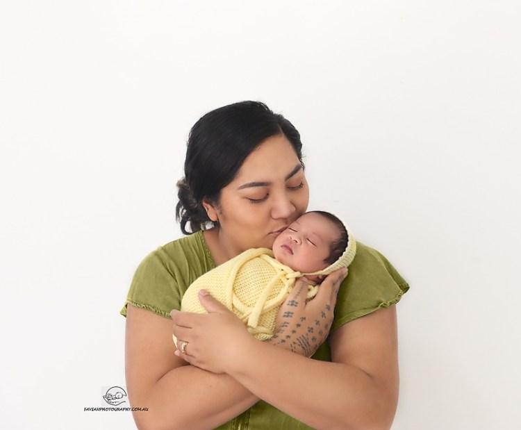 Newborn with mum photos. Brisbane mum and bub