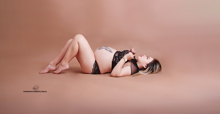 Brisbane Maternity and pregnant photo shoot with beautiful lingerie