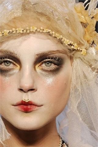 2009, blonde, face, fashion, fashion show, flower