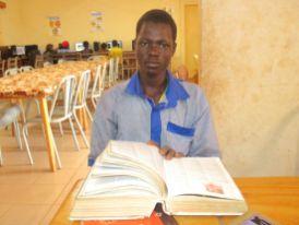 Yacouba met à profit le dictionnaire