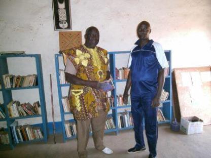 Visite de Bondé Yacouba à la bibliothèque de Boni