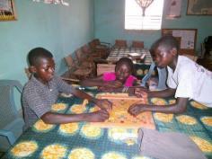 Initiation au jeu de scrabble à la bibliothèque de Karaba