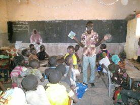 Sensibilisation du gérant de Boni aux élèves de l'école primaire de Koumbia