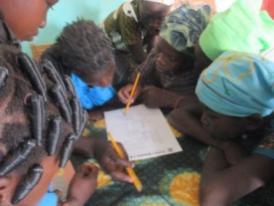 Concours de jeu de mots croisés à Karaba groupe des filles
