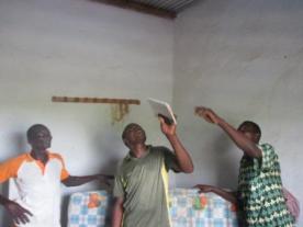 Inspection des lieux du maçon Soungalo