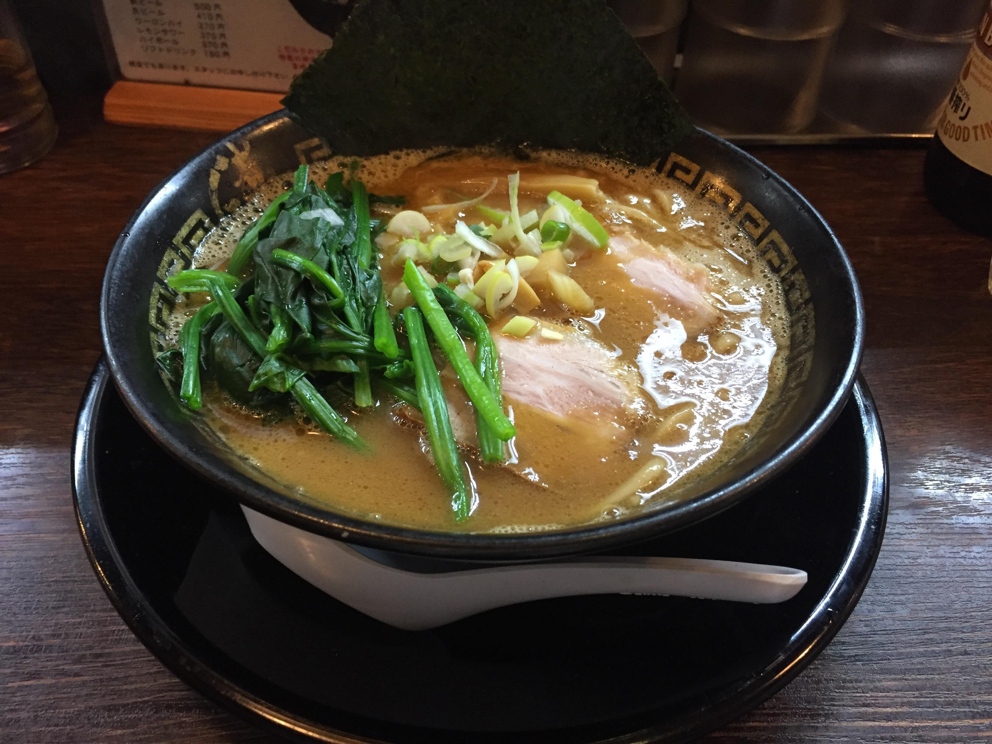 濃厚なとろみスープが売りの男前なラーメン。大森「三三七」でアツアツの醤油ラーメンを食す。