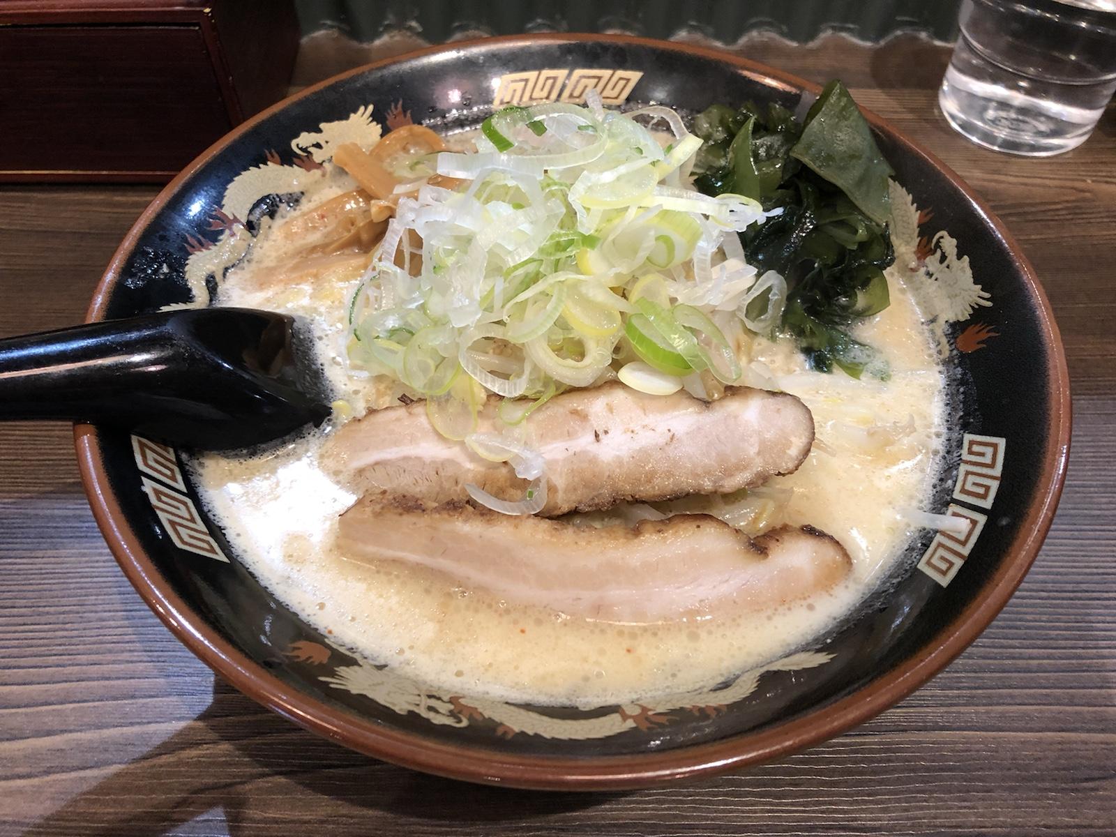 クリーミーな味噌スープに弾力たまご麺!秋葉原「北海道らぁ麺 ひむろ」