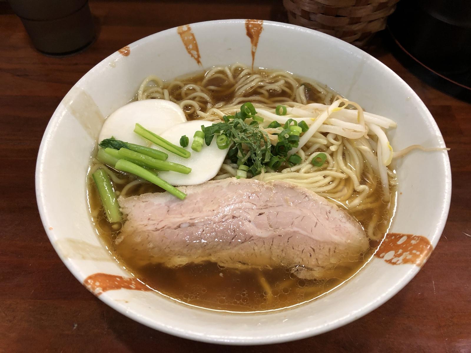 素材にこだわった無化調ラーメン「旬麺しろ八」新宿御苑前