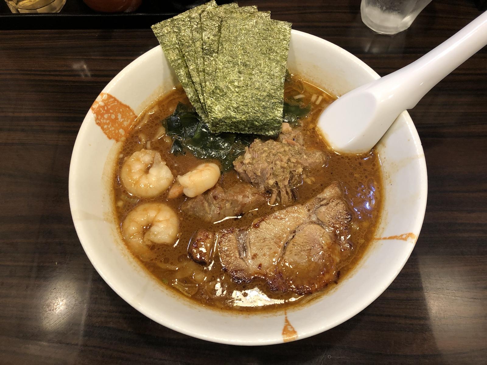 大久保「麺屋 優創」蟹・海老の旨みたっぷり!南仏風の魚介味噌ラーメン