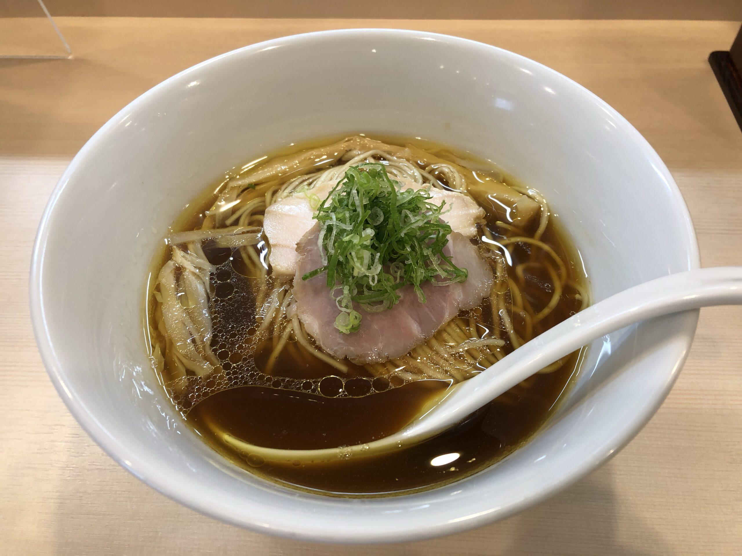 田町「らぁ麺 六花」 淡麗コク旨美味スープとツルツル美味麺
