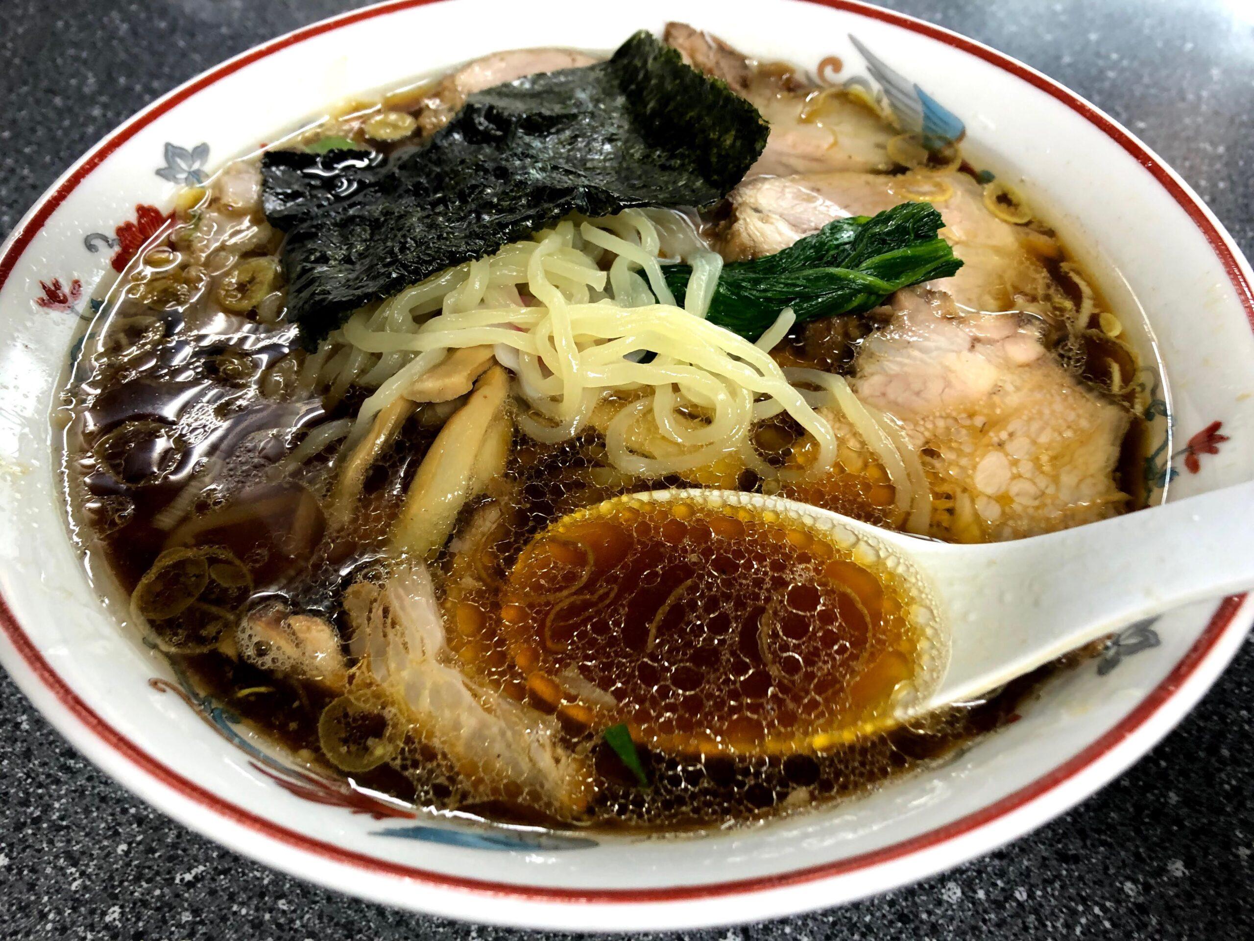 生姜醤油ラーメン元祖のブレない味と技!「青島食堂」南万代店