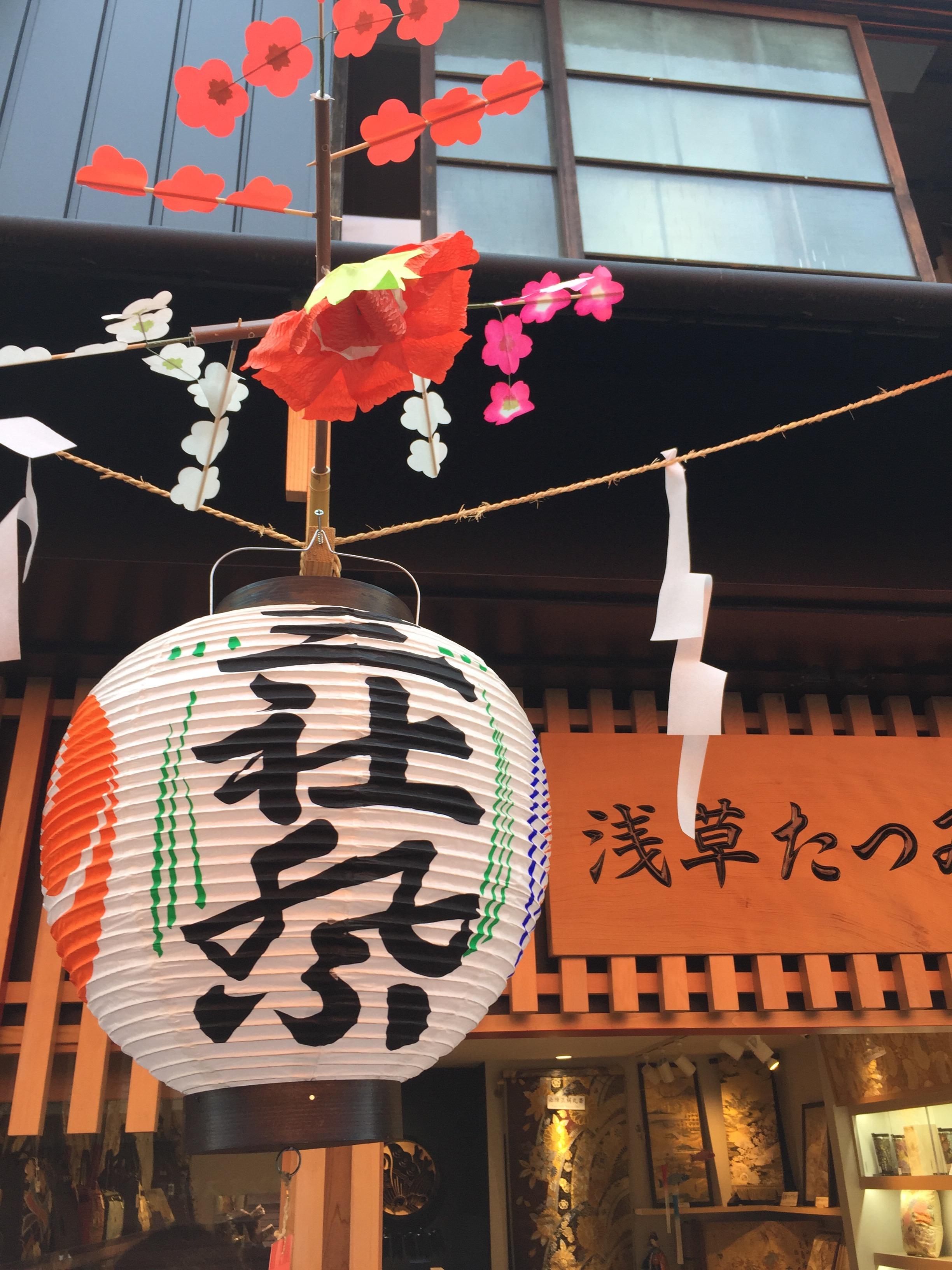 これぞ江戸の祭り!スカイツリーのたもとで荒々しく振られる100基のみこし!DJポリスも出動中。夏を告げる熱い祭り・浅草三社祭!