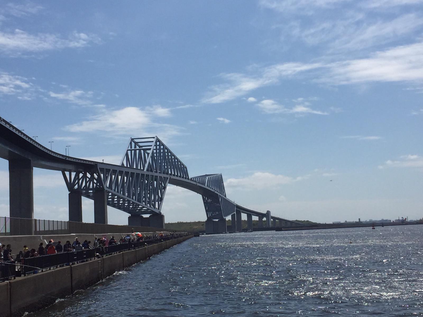 恐竜橋に巨大風車、魔法の国!? 景色を楽しむ全長6kmの潮風サイクリング「若洲海浜公園」