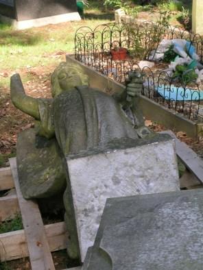 new-southgate-crematorium-and-cemetery_2874478329_o