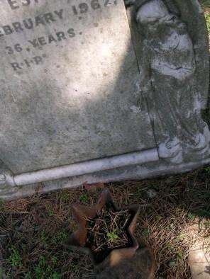 new-southgate-crematorium-and-cemetery_2875298726_o