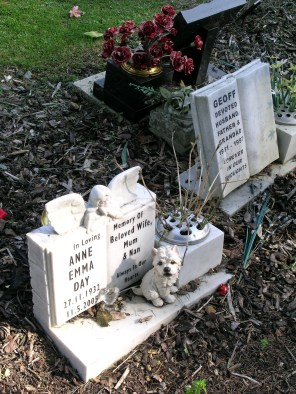 new-southgate-crematorium-and-cemetery_2875299794_o