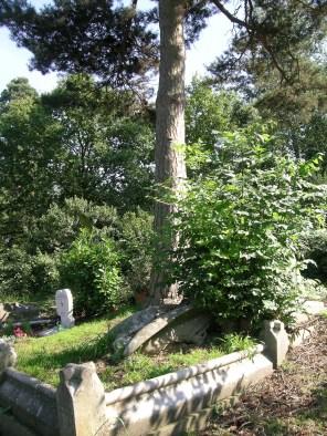 new-southgate-crematorium-and-cemetery_2875304908_o