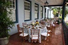 Mesas no terraço
