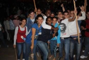 Jovens cubanos em passeata pelo aniversário de José Martí. Foto: Viviane Tavares