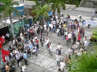 Ao centro da manifestação as lideranças apresentavam aos demais suas reivindicações. Foto: Eduardo Sá/Fazendo Media.