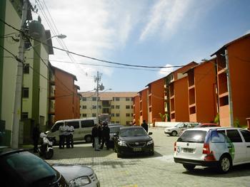 Área central entre os prédios que serão habitados por 250 moradores do Morro do Urubu. Foto: Eduardo Sá/Fazendo Media.
