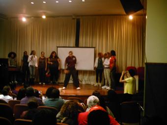 Apresentação das rappers ao final do evento realizado no Conselho Estadual dos Direitos da Mulher (Cedim). Foto: Eduardo Sá/Fazendo Media.