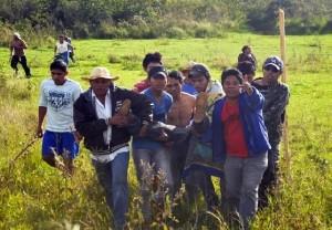 Oziel Gabriel morreu na manhã de quinta-feira, 30, por graves ferimentos de arma de fogo; polícia federal e indígenas seguem na área retomada (Foto: Reprodução / Brasil de Fato)