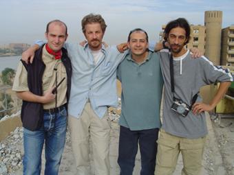 Kalili com colegas jornalistas independentes no telhado do hotel Al Fanar, em Bagdá. Foto: arquivo Kalili.