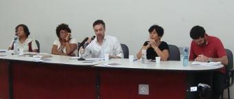 Da esquerda para a direita: Eulange Souza (MNMMR), Cecília Coimbra (Tortura Nunca Mais), Michael Miller (OMCT), Vitória Grabois (mediadora), Rafael Dias (Justiça Global). Foto: Leandro Uchoas/Fazendo Media. Clique na imagem para ampliar