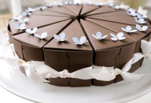 Bolo-de-papel-com-tampa-na-frente-02 Fatia de bolo de papel com tampa na frente - Bolo Fake